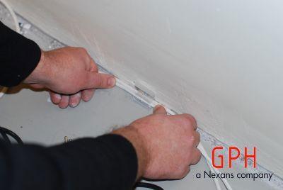 Mocowanie kabli do ściany