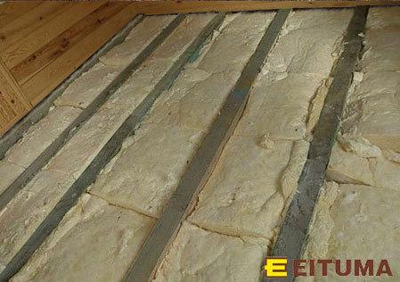 Montaż podłogi drewnianej na legarach